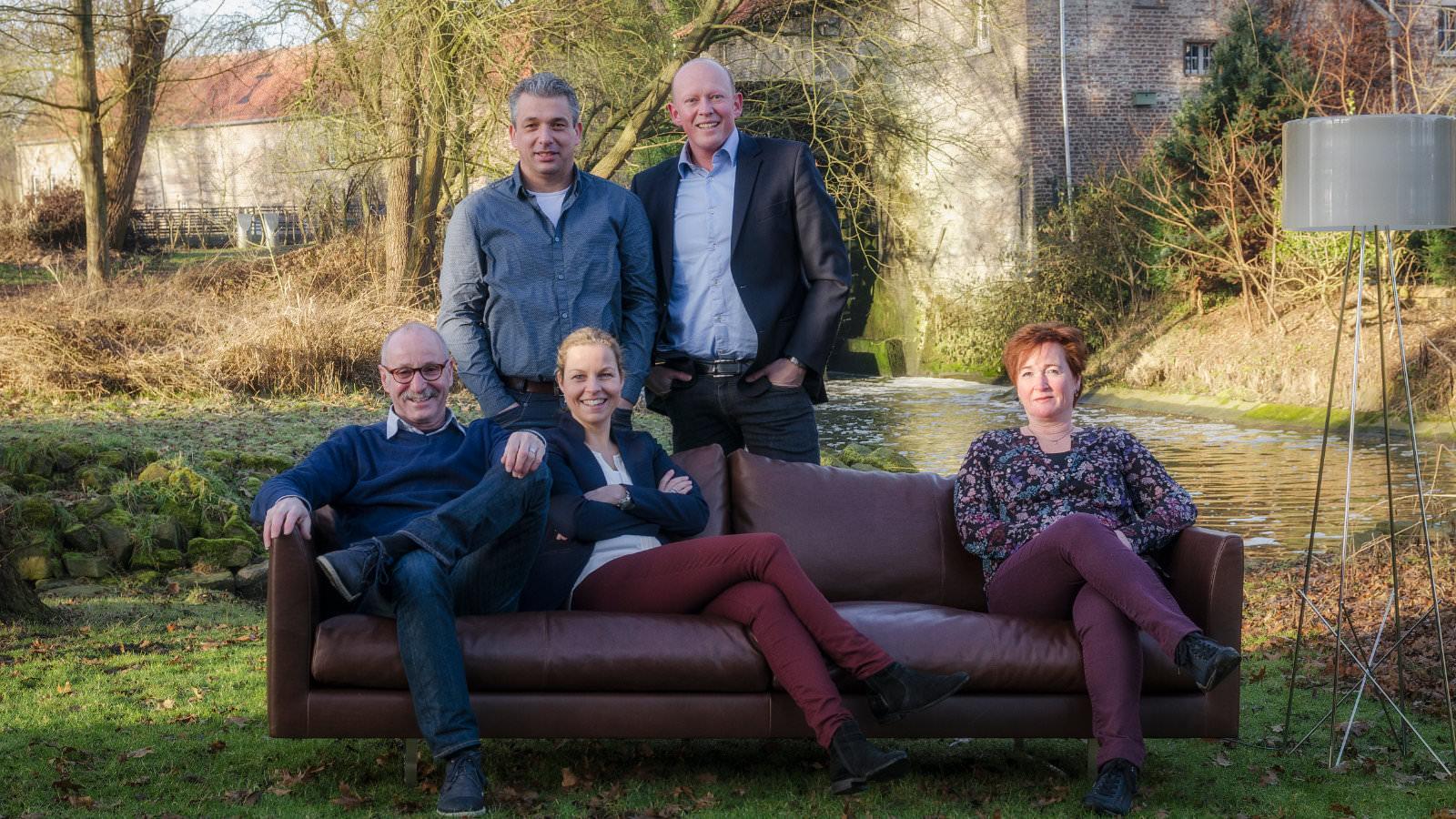 https://ploemen.nl/wp-content/uploads/2016/02/team_ploemen_interieur_sittard.jpg