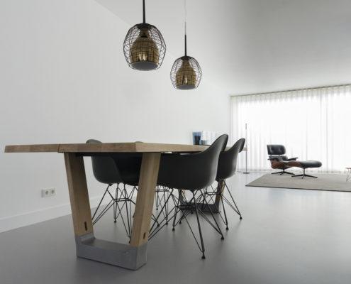 Arco Base eettafel met Vitra Eames Plastc Chair eetkamerstoelen