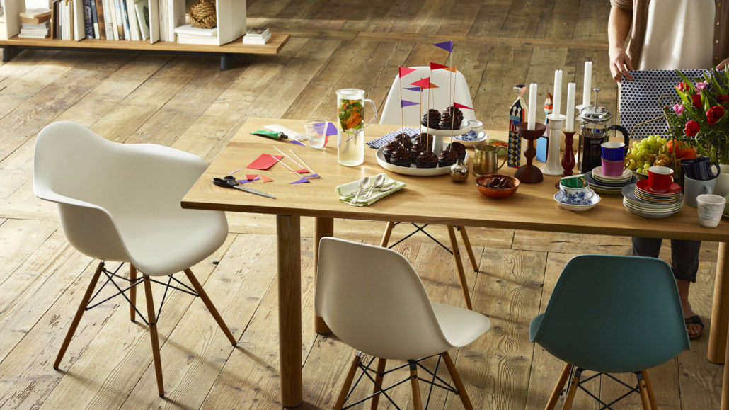 Vitra Eames Plastic Chair DAW
