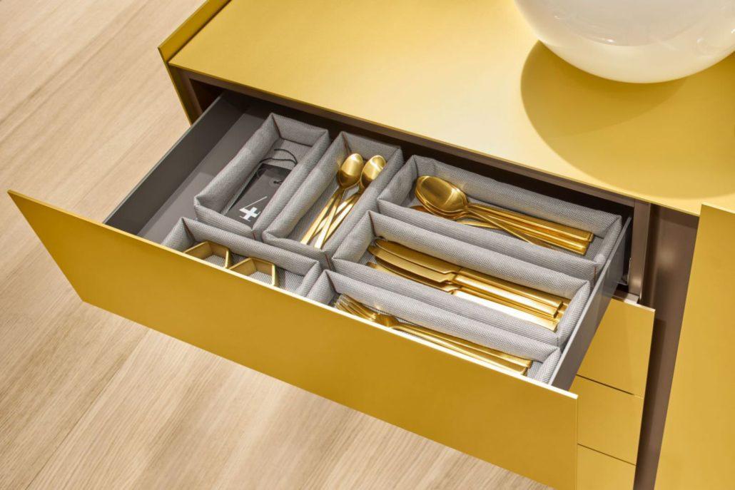 Interlübke dressoir Jorel goudkleurig detail lade-indeling