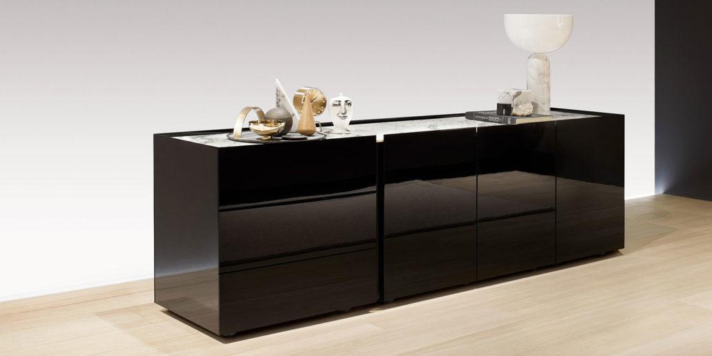 Interlübke dressoir Jorel hoogglans zwart met marmeren blad